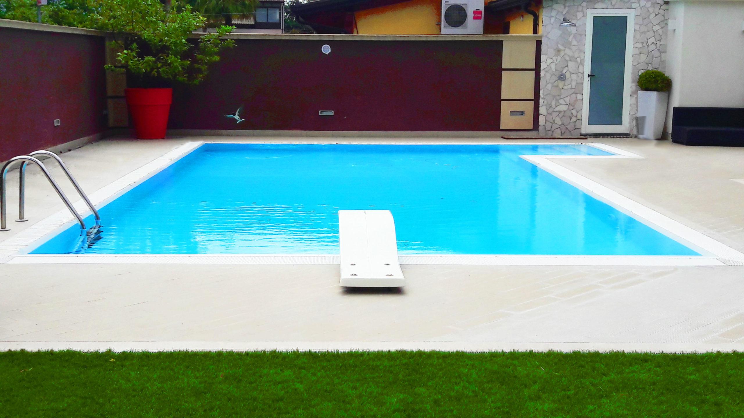 piscina entro terra campania